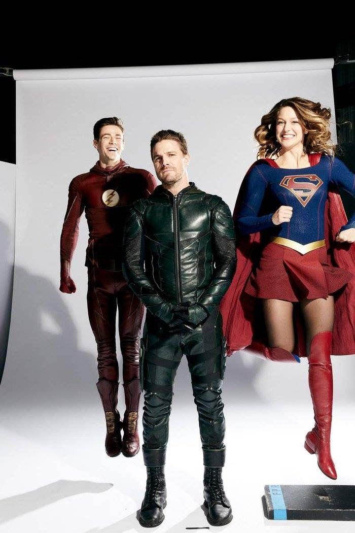 Crossover Herois Unidos Elenco De Arrow Supergirl