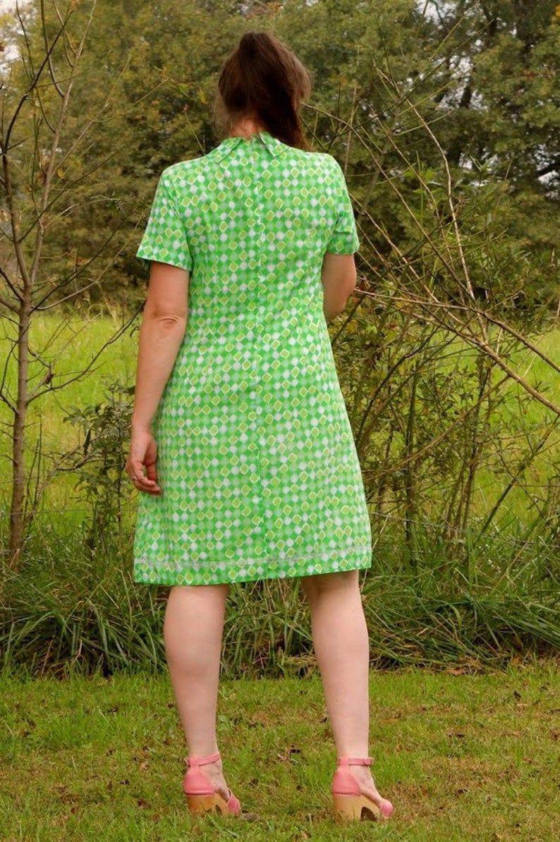 Vintage 70s Green Shift Dress Modern Sz 10 Etsy In 2020 Shift Dress Green Shift Dress Dresses [ 1194 x 794 Pixel ]