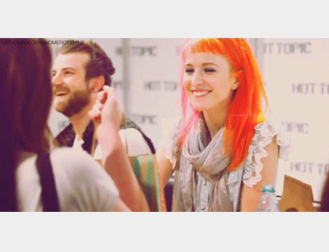 Hayley Williams being adorable as hell at a meet & greet