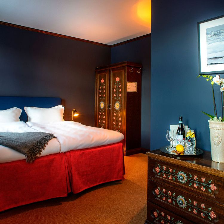 All the hotel's double rooms are different. Some rooms are more alpine with detailing preserved from the original Åregården, while others have more contemporary décor. However, all the rooms have carefully chosen materials, furnishings and comfortable beds.