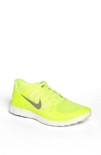 yellow nike womens running shoes
