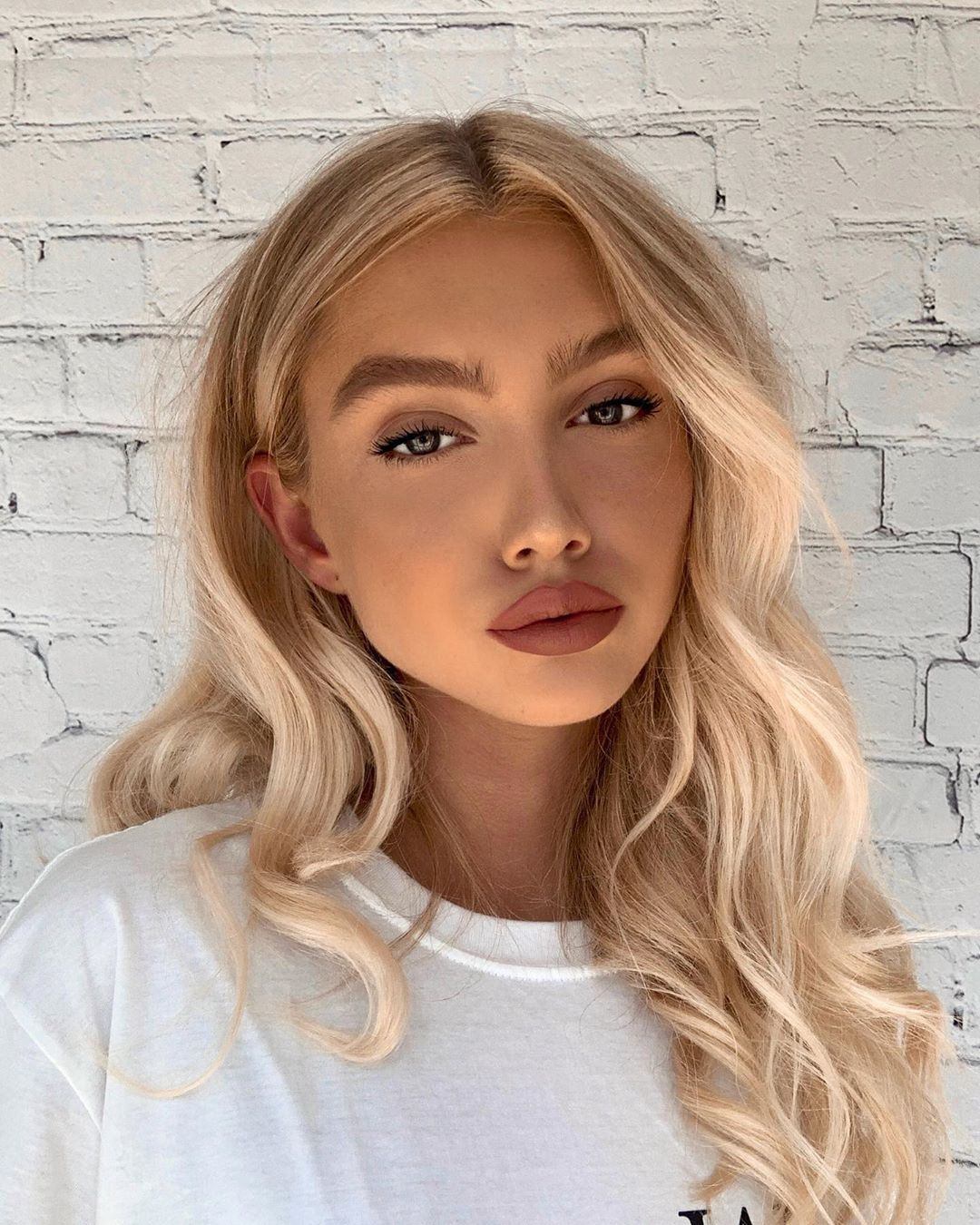 "Photo of LIZZY TURNER on Instagram: ""Just chillin💋 #model #makeup #mua #makeupartist #fashion #fashionista #fashionblogger #fashionable #fashiongram #blonde #beauty…"""