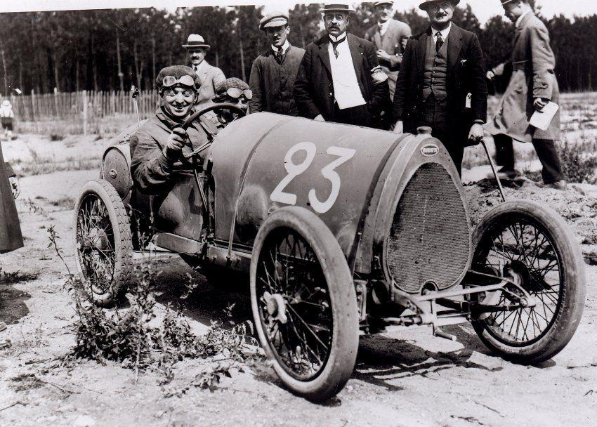 Le-Mans-Start: Rennfahrer Ernest Friderich in einem Bugatti Typ 13 vor dem...