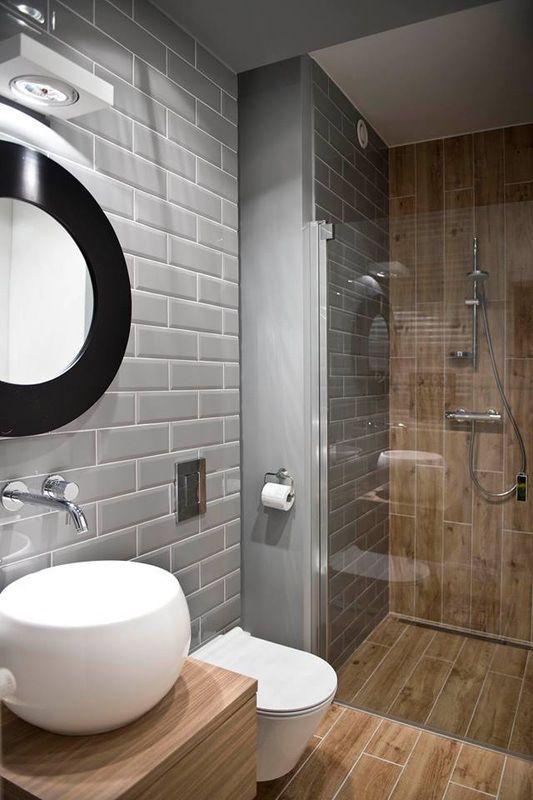 De la couleur, des rayures, des briques, Modern mini bath 2 | La ...