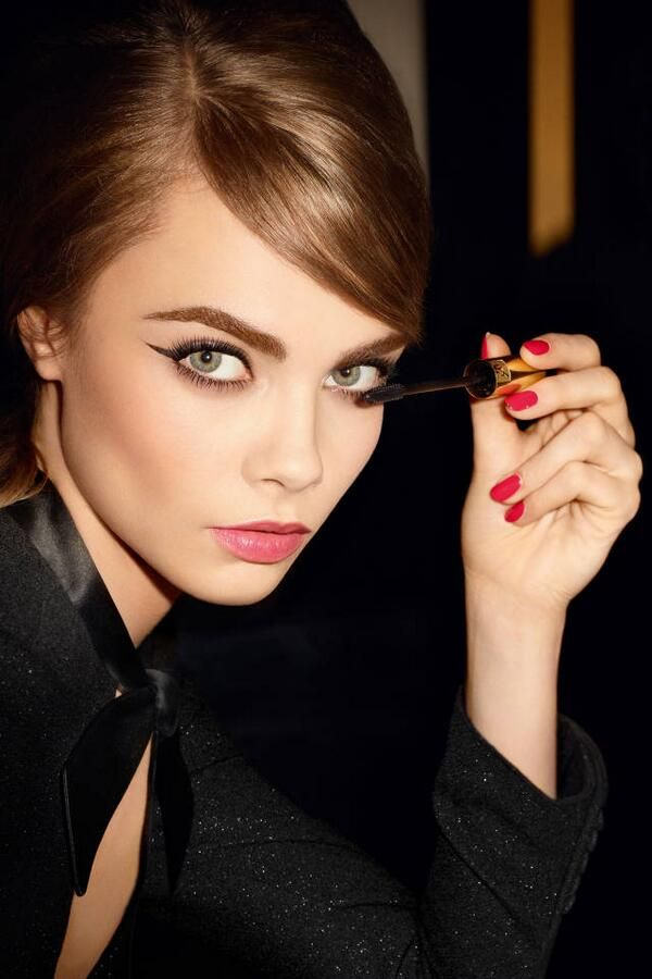 Cara Jocelyn Delevingne is an English fashion model, socialite, actress and singer. 담아간 이미지 고유 주소