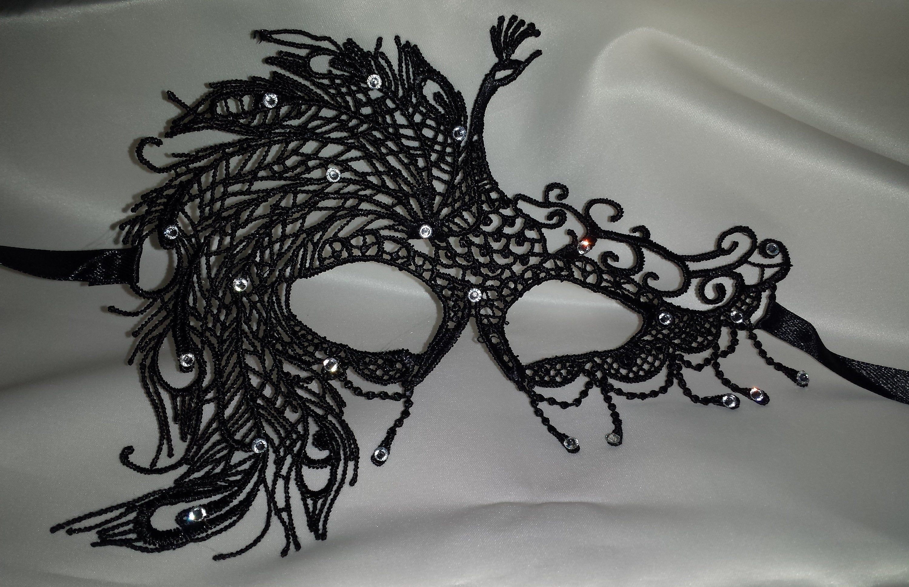 Red Lace Filigree Masquerade Ball Mask Gothic fancy dress Party Diamante