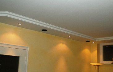 abgeh ngte decke mit integrierter beleuchtung und integrierten lautsprechern rigips. Black Bedroom Furniture Sets. Home Design Ideas