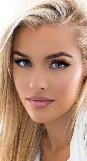 Wunderschöne Blondine Alyssa Branch