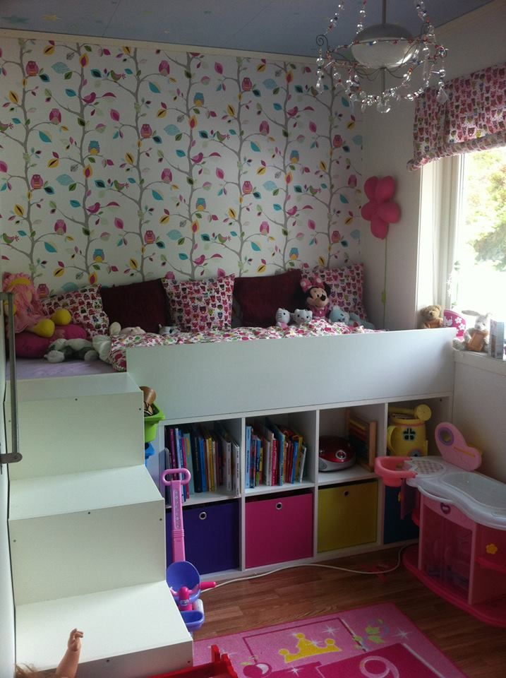 We built a bed for our girl using a roomdivider and a for Kinderbett kleines zimmer