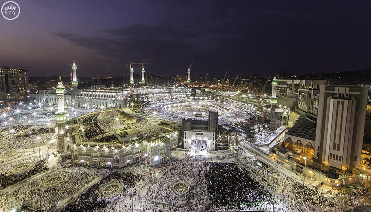 أقم صلواتك ففيها حياة قلبك احرص على الصلاة في المساجد ولا تفو ت صلاة الفجر فإنها صلاة مشهودة Paris Skyline Skyline Makkah