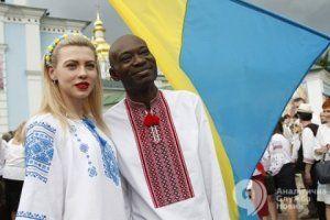 День Киева: вышиванки, гробы, чекисты и «сепаратистские яйца»
