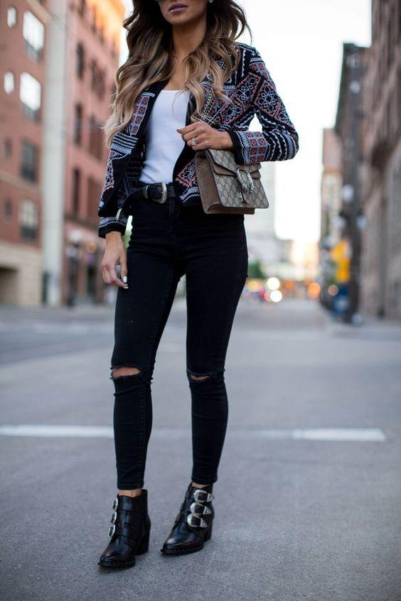 Deze blogger combineert de buckle boots perfect