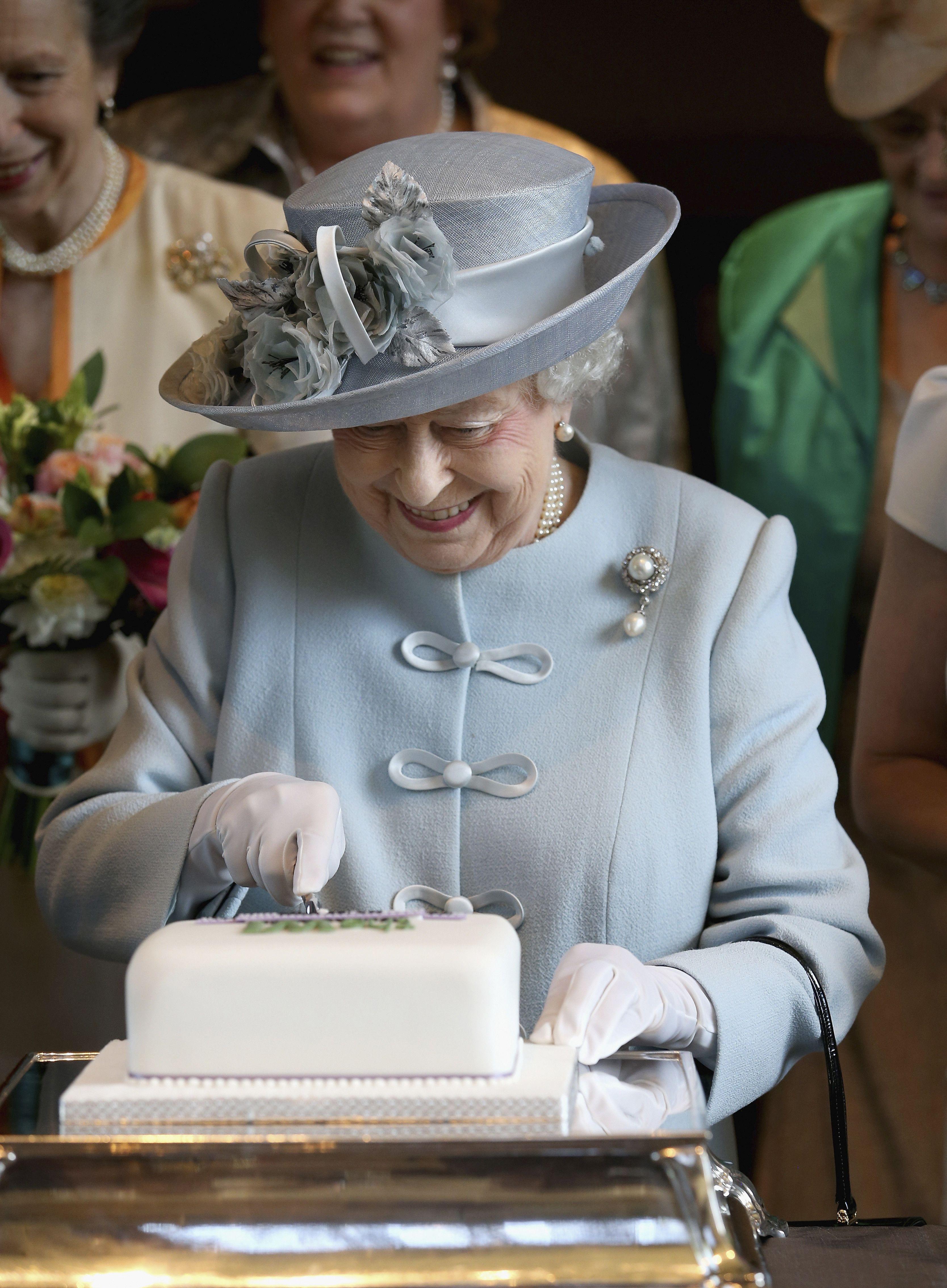 Queen Elizabeth II Loves Her Chocolate Biscuit Cake #queenshats