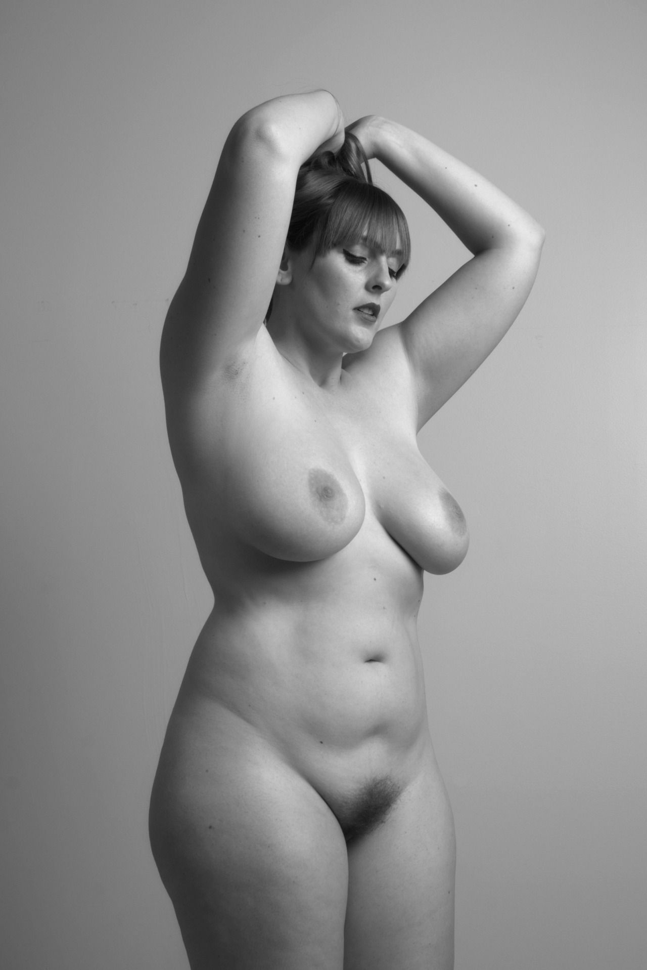 nude pose art size women plus