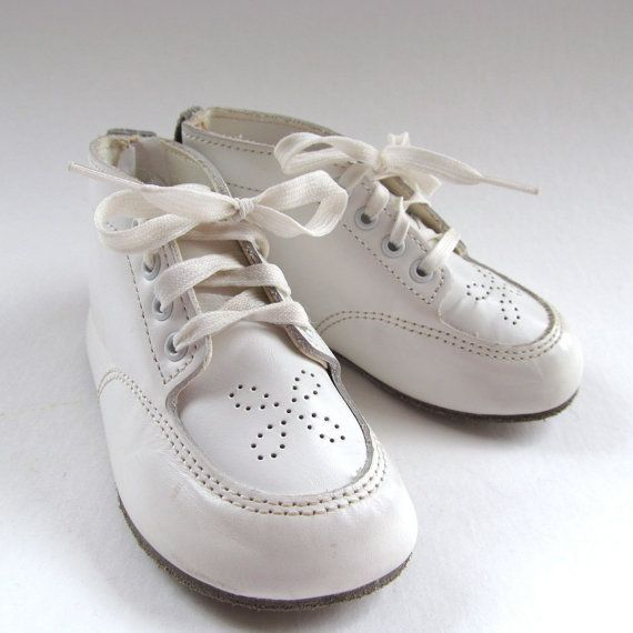 Vintage White Leather Baby Shoes, Punch Hole Design, Lace Up, Size 4, Dyna Kids, Baby Booties