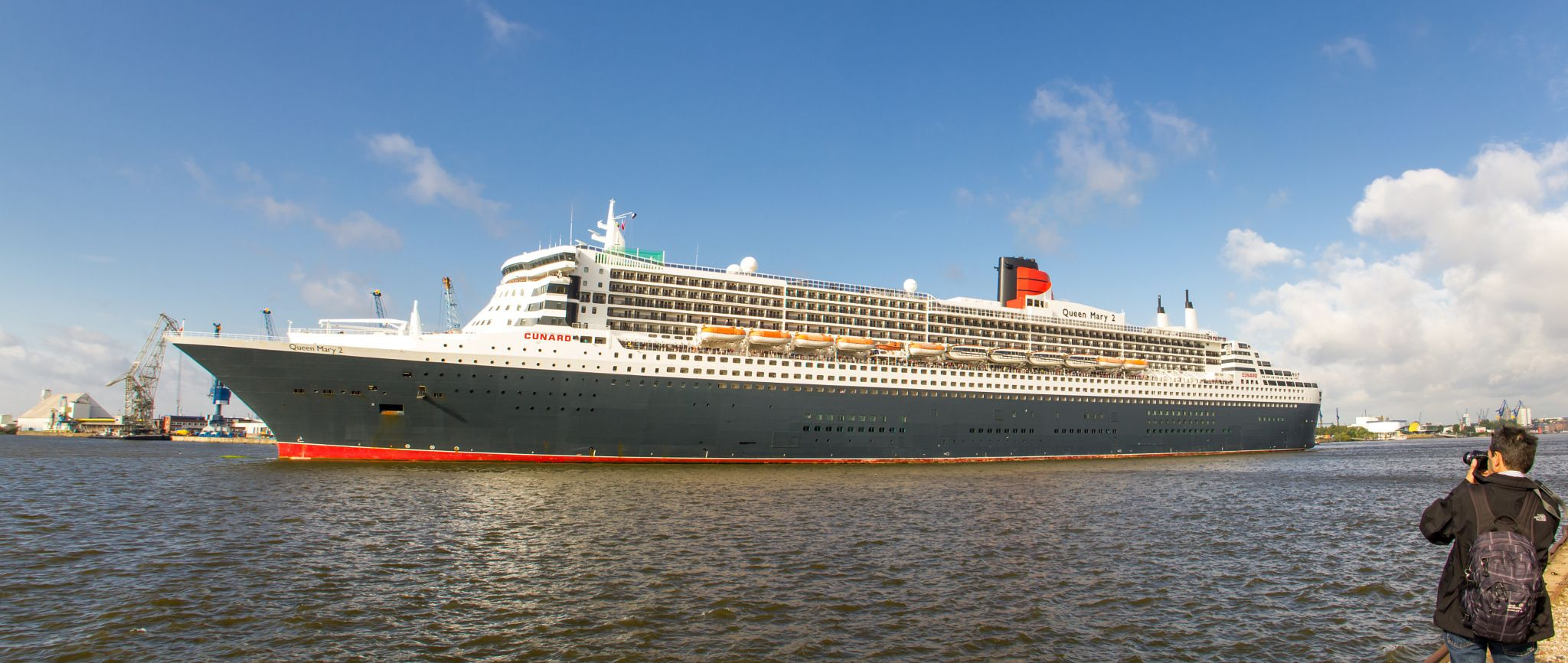 Queen Mary 2 and Tourist by Michael Schloz on 500px. #QueenMary2 #QueenMary #Hamburg #Hamburgbyday #HafenCity #portofhamburg #ship #cruiser #cruiseliner #Strandkai #tourist #transport