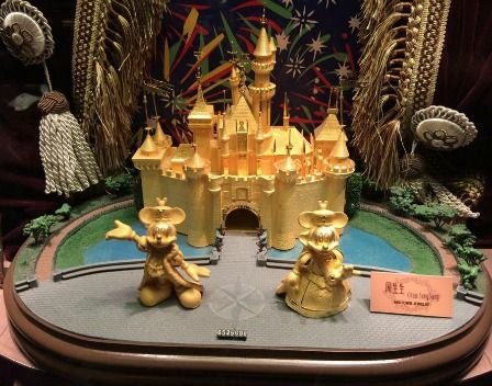 Mickey and Minnie in front of the Disney castle.  In fact, this cute little gold statue was showcasing in a jewelry store in Hong Kong Disneyland.  (Thanks to my sister sharing this pic)