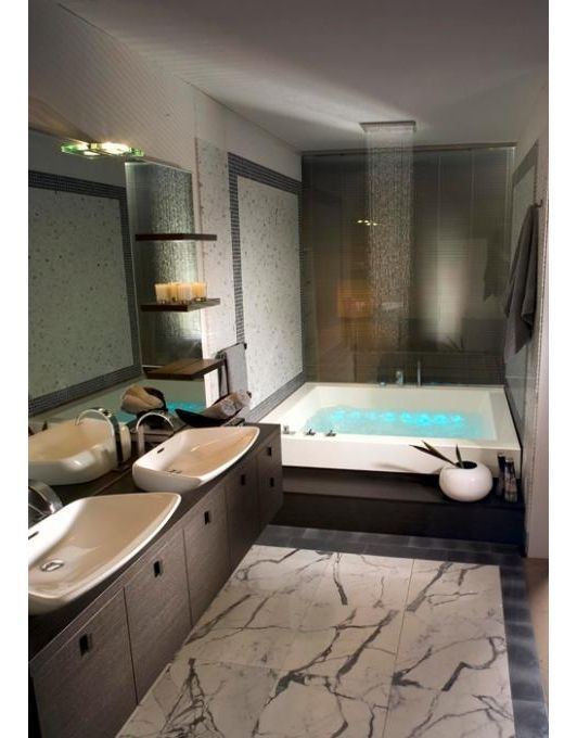 Luxurious bathroom with soaking tub Luxury Bathrooms Pinterest