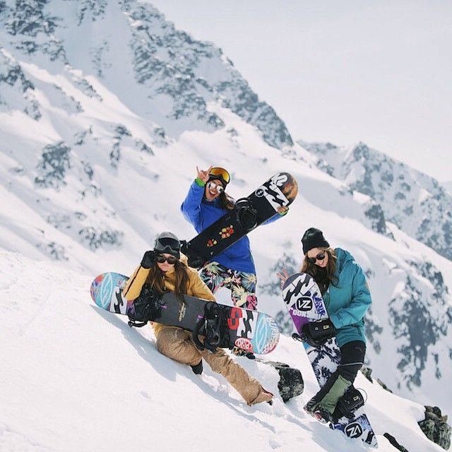 This is how we do // @billabongwomens @billabong_snowboarding @tayeg @jennabeaann Alex Duckworth #boarderbabes #wandermuch #girlband