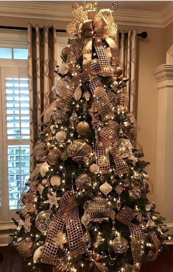 30 Golden Christmas Tree Ideas that Expresses Opul