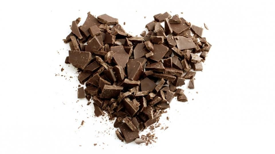 Eating some chocolate at least once a week reduces the risk of heart flutter (atrial fibrillation), a common problem that affects one in four people at some time.