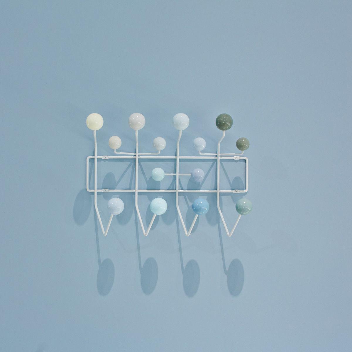 Die Hang It All Garderobe Von Vitra In Verschiedenen Weißtönen    Ambientebild