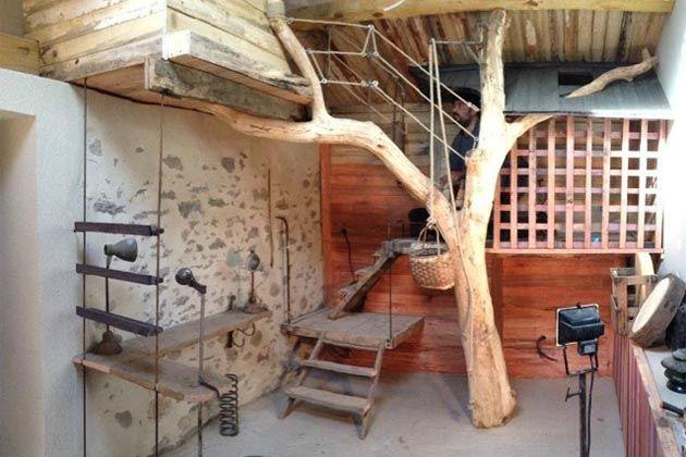 Cabane L Arbre Entre Dans La Chambre Avec Images Deco