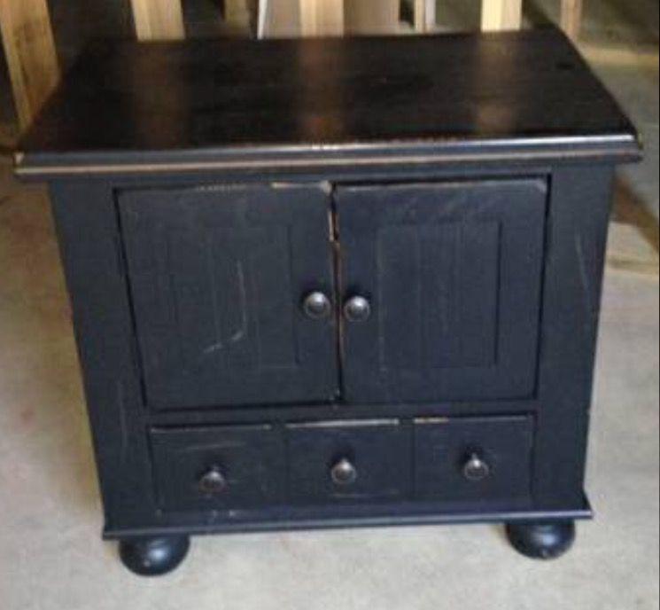 Broyhill Attic Heirlooms Nightstand In Black Heirloom Furniture Furniture Solid Oak