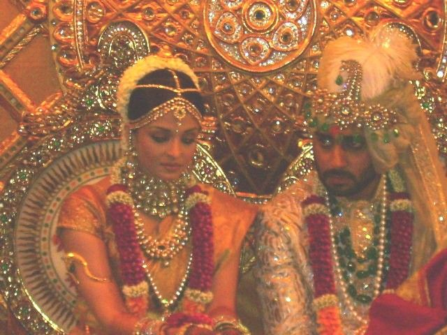 Aishwarya Rai Honeymoon Aishwarya Rai Wedding Pictures Photos Aishwarya Rai Weddin Aishwarya Rai Wedding Pictures Bollywood Wedding Wedding Ceremony Pictures