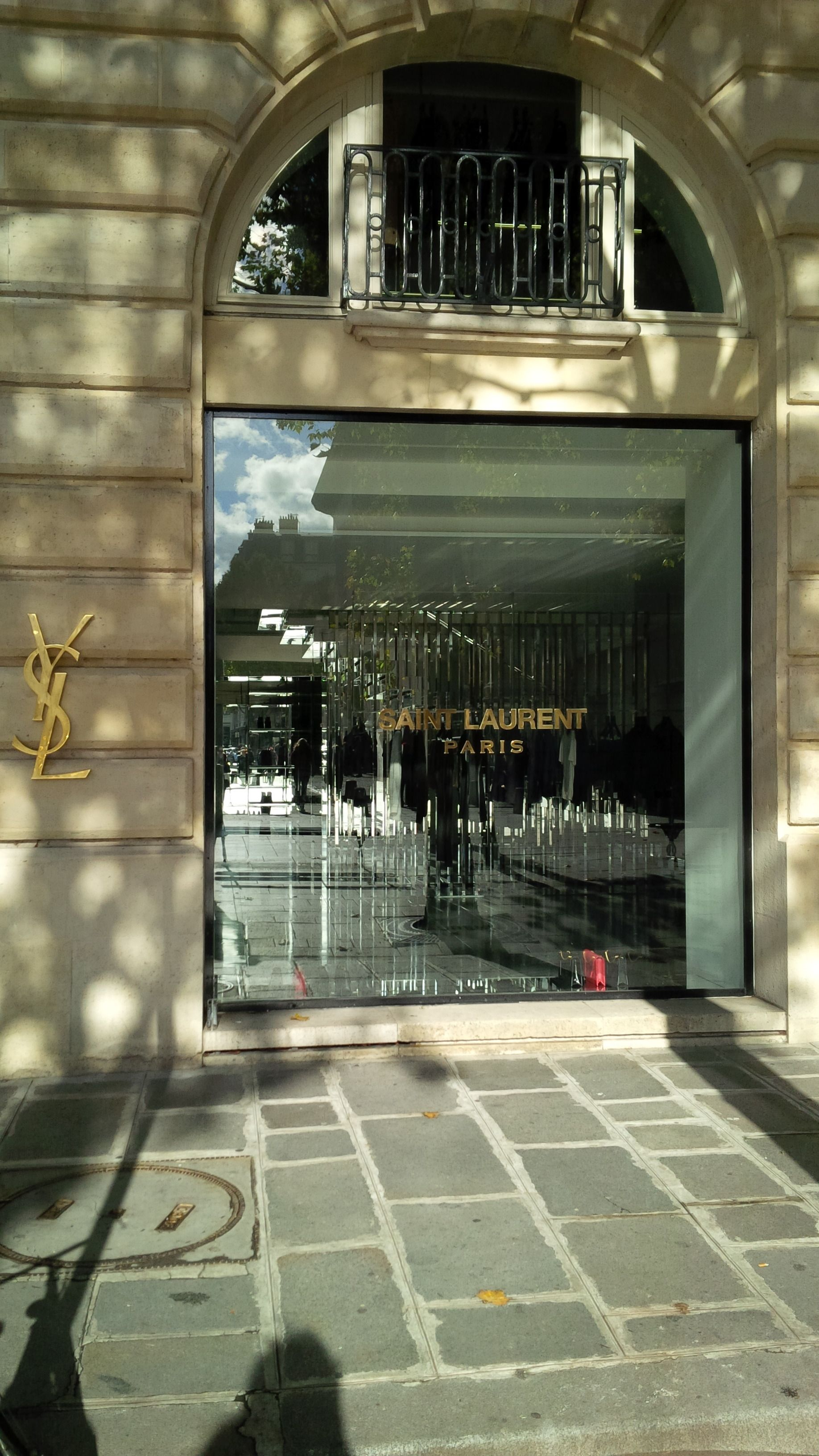 Boutique Yves Saint Laurent 6 Place Saint Sulpice 75006 Paris Paris Saint Laurent Yves Saint Laurent