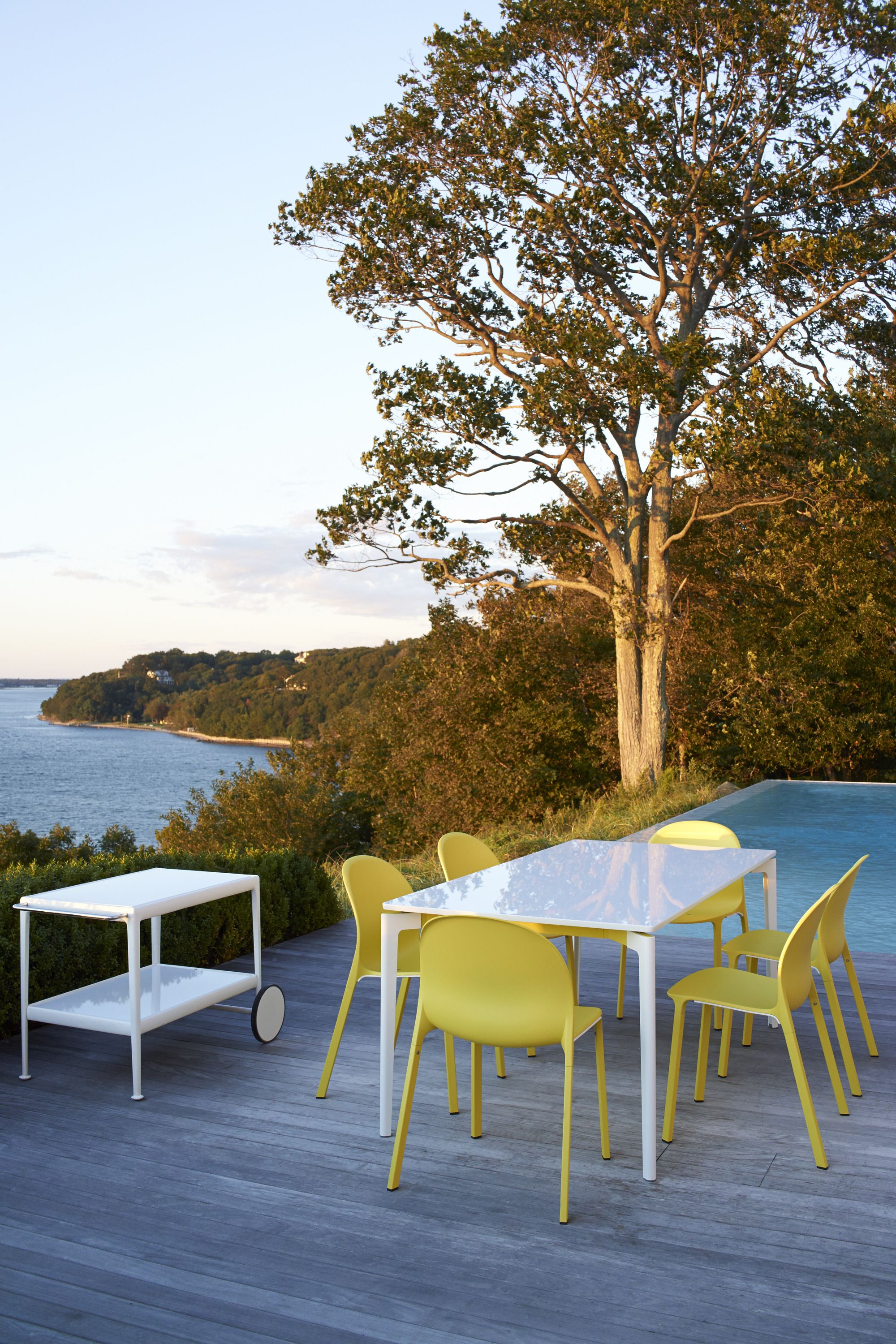 Take it outside with colorful and low maintenance dining options like the Stromborg Table and Olivares Aluminum chairs. Embrace that summer breeze while dining with your favorite friends and family.