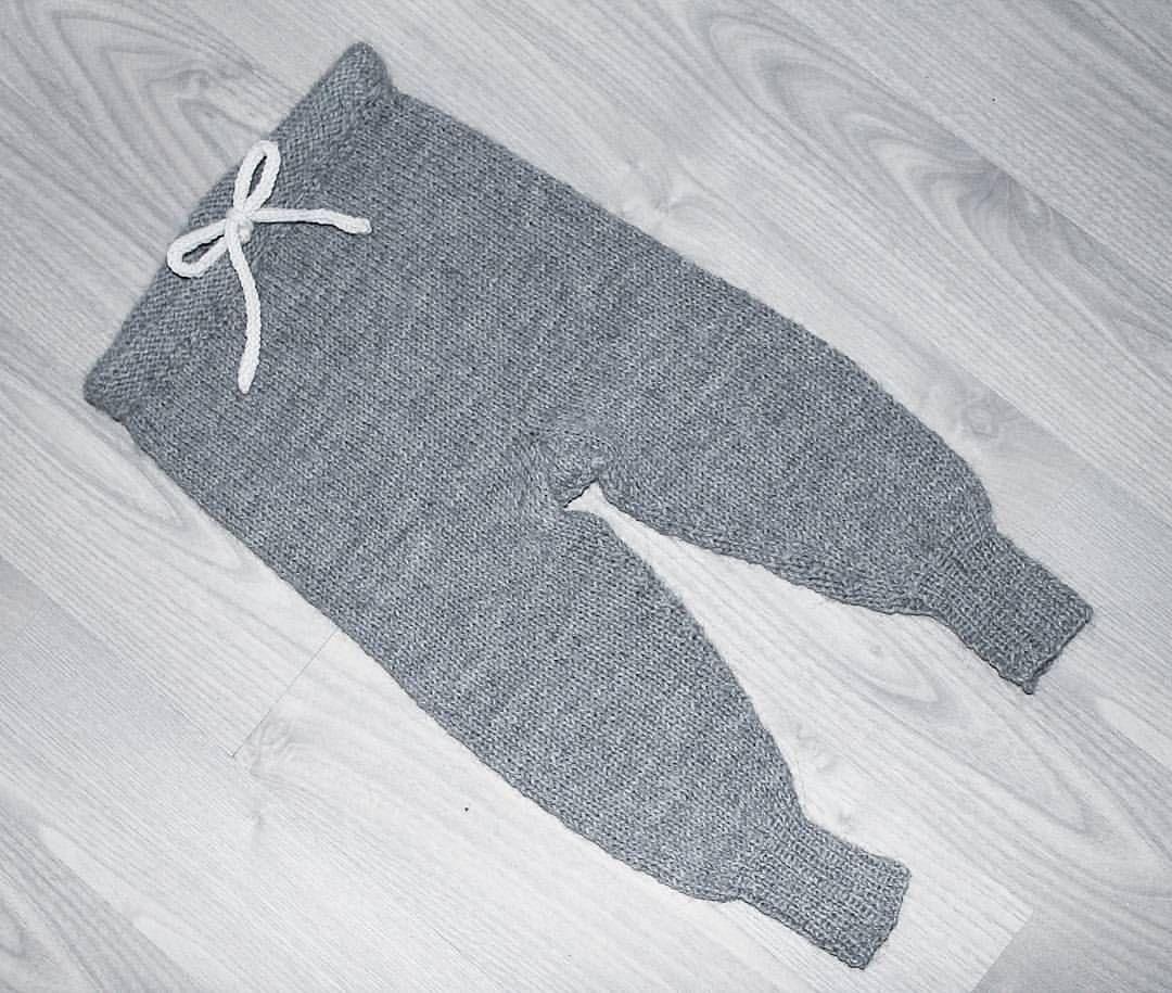 josefinesjs God morgen!❄ I går kom denne #simpeltheten buksen av pinnene👏 skal absolutt strikke flere av disse i andre farger😄 her ble det hele 3 timer søvn i natt🙈 ha en fin søndag💙  #simpelthenbukse #barnestrikk #ministrikk #hjemmestrikk #knit #knitting #fun #homemade #inlove #new #kidsstyle #knittersofinstagram #knitting_inspiration #paelas #sunday #morning #gm #goodmorning #work #workweekend #happyweekend #tired