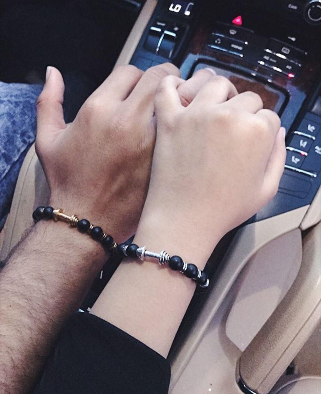 Фото в машине пара руки