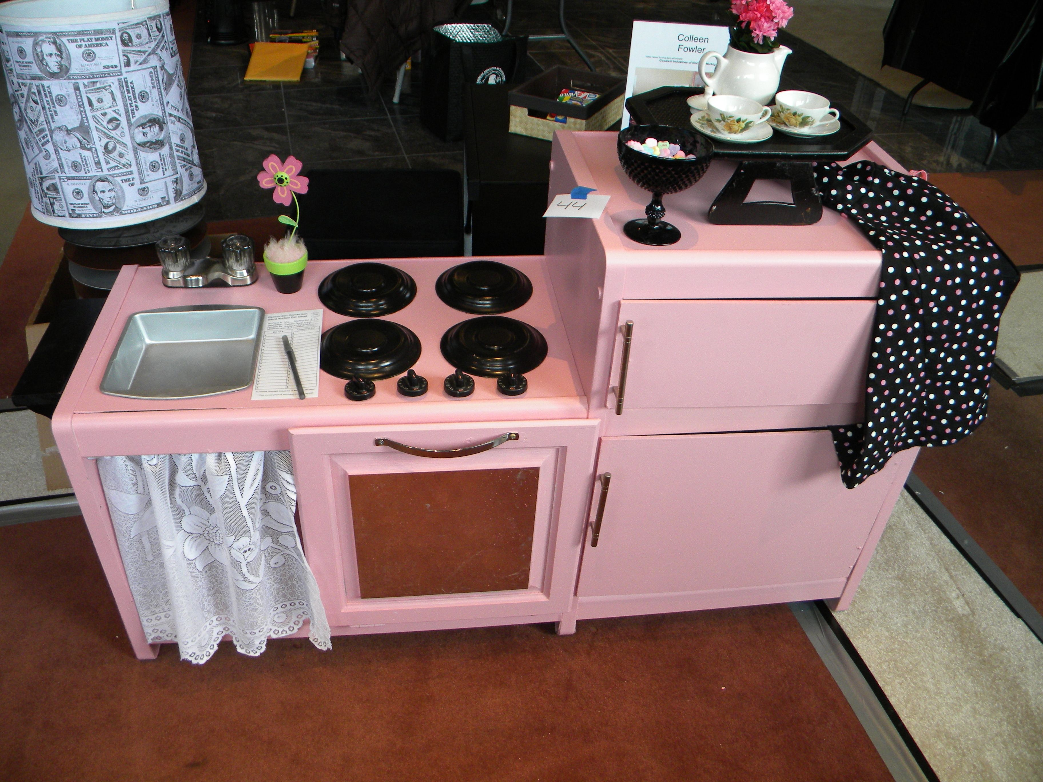 Pink Children 39 S Kitchen Play Area Goodwill Reinventions