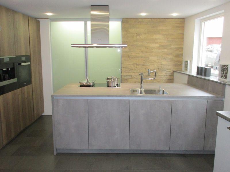 LEICHT Küchen, Programm IKONO I SYNTHIA #beton #miele # holzdekor ...