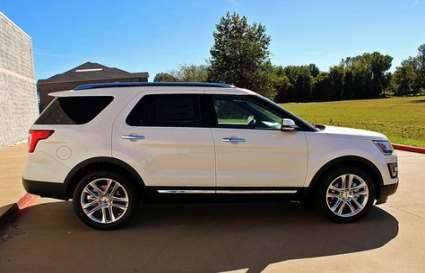Pin By Djoa Dowski On Cars In 2020 With Images Family Cars Suv