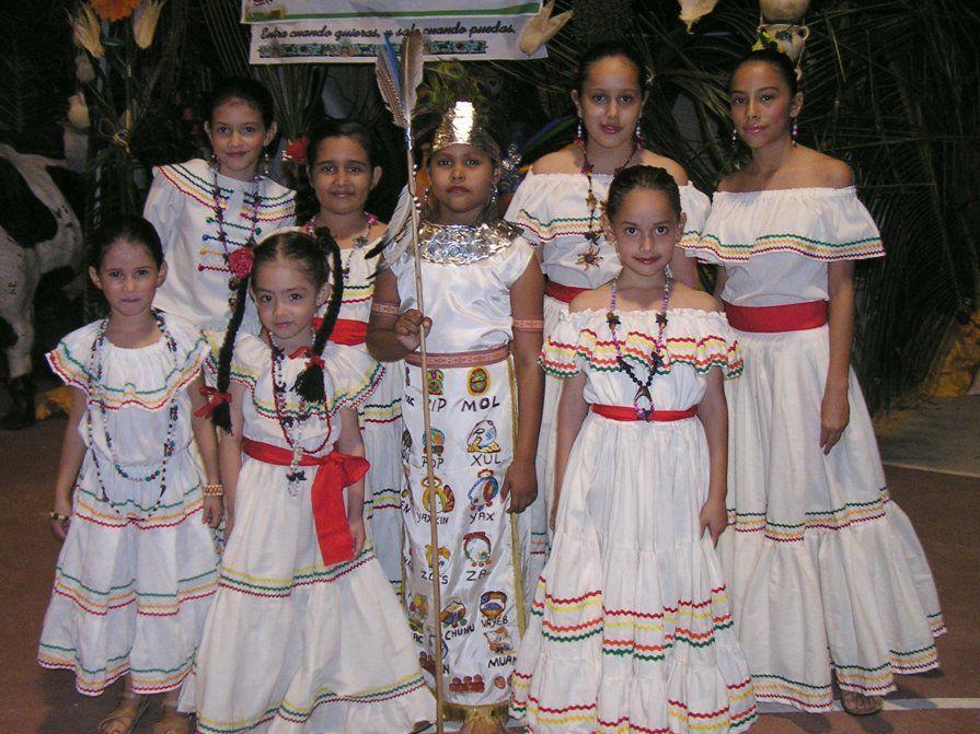 Costume Traditionnel Féminin Du Honduras.