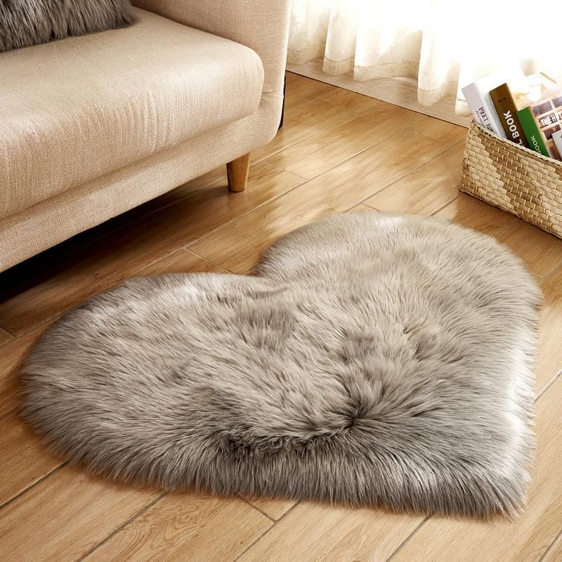 Best Heart Shaped Faux Fur Rugs For Home In 2019 Rugs On 400 x 300