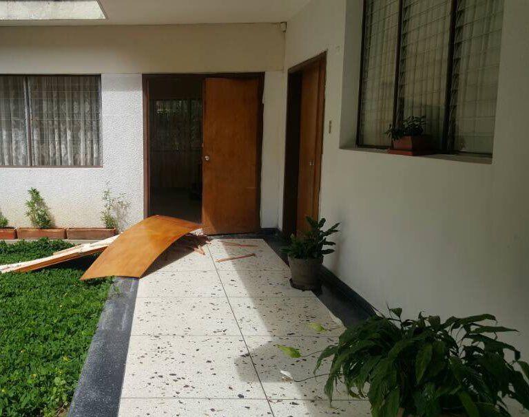 #19Abril Grupos colectivos en moto ingresaron al Colegio La Salle de #Merida  reportan destrozos y heridos https://t.co/A4vgl7tGSG
