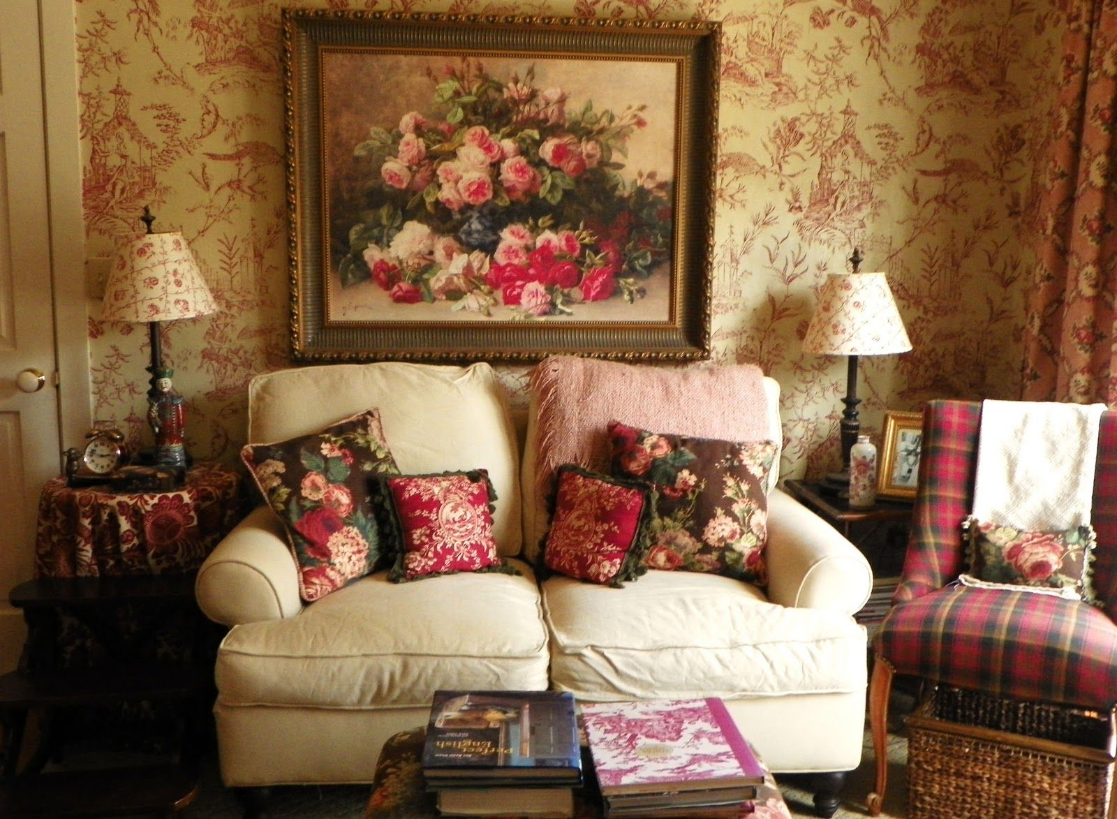 """""""An enchantingly lovely English Country Rose filled living"""