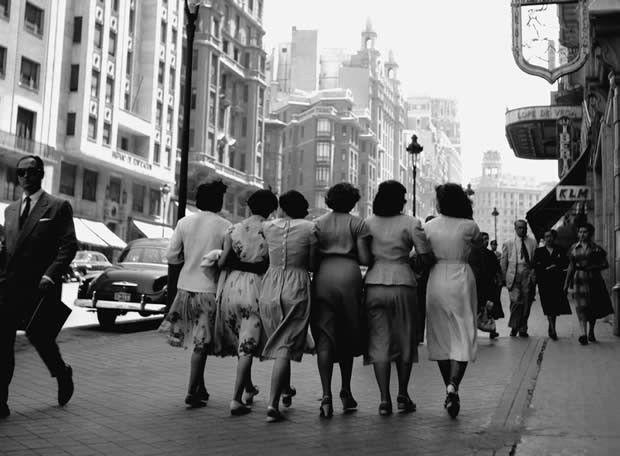 Foto antigua de paseando la Gran Vía MADRID
