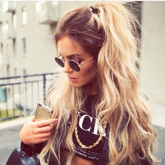 Love This Casual Half Up Half Down Style Hair Colour And Styles Long Hair Styles Hair Styles Hair