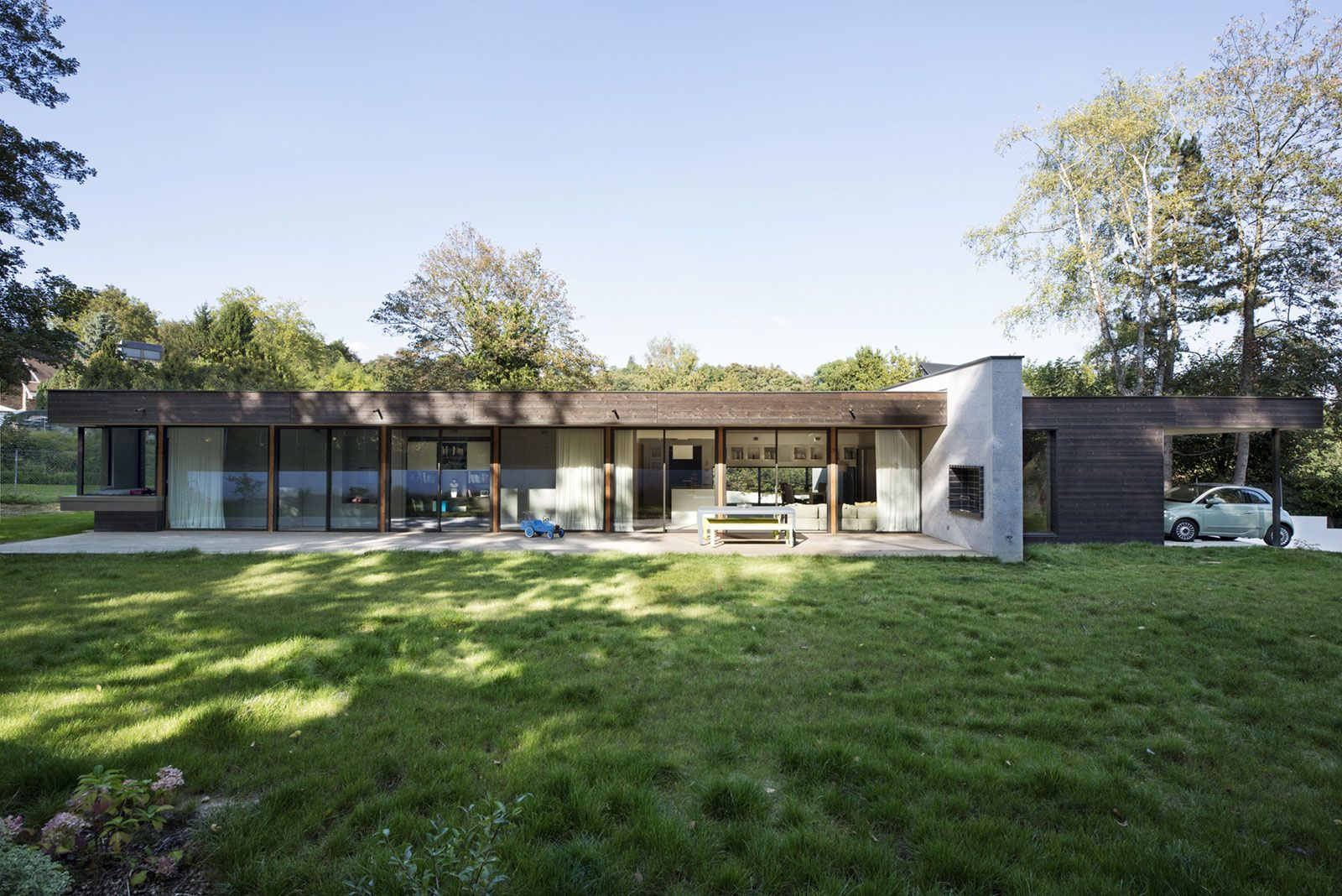 War House By A B Architectes Dplg 2 Homedsgn Modern Residential Architecture House In The Woods House