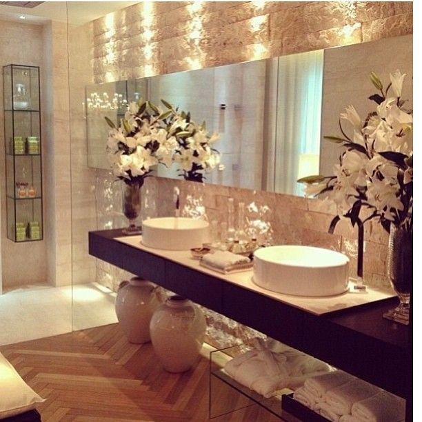 gorgeous bathroom love the rock wall - Inside Luxury Homes Bathroom