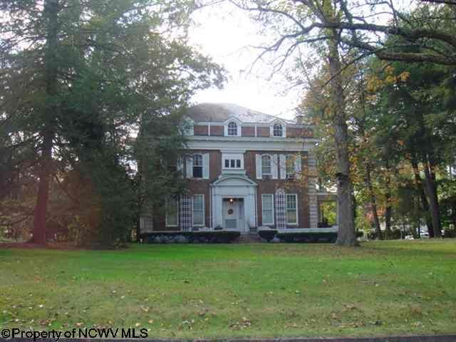 One Of My Fav Homes In The Neighborhood Where I Grew Up In Clarksburg Wv Clarksburg West Virginia Buckhannon
