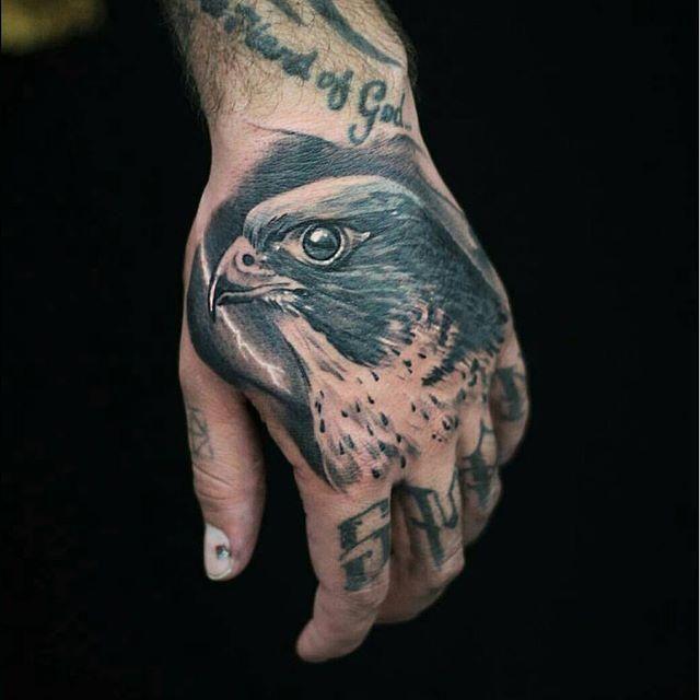 65 Eagle Tattoos Tatuagem Na Mao Tatuagem Aguia Jovens Tatuados