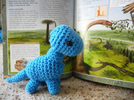 FREE Crochet Pattern for Baby Brachiosaurus | Stricken häkeln ...