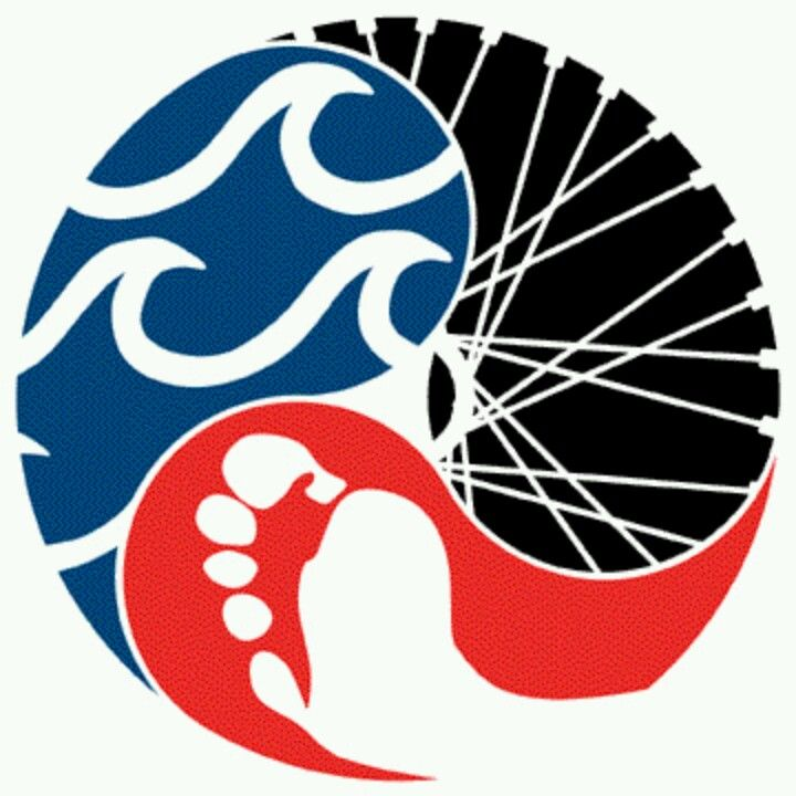 love that all three parts of a triathlon are incorporated into this rh pinterest com triathlon team logos triathlon logo generator