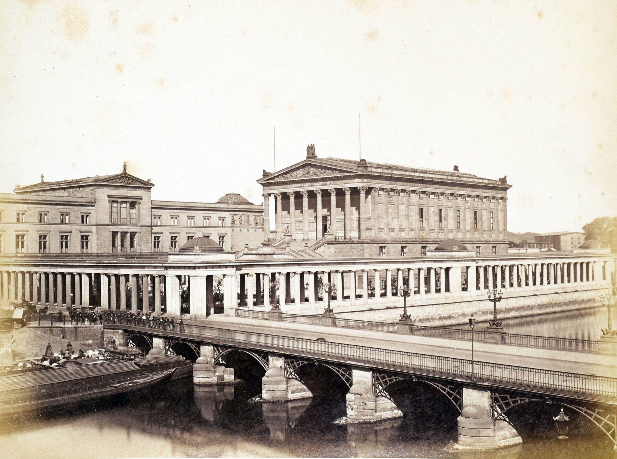 1885 Berlin Neues Museum Und Nationalgalerie Von Der Borse Aus F A Schwartz Neues Museum Museum Insel Alte Nationalgalerie