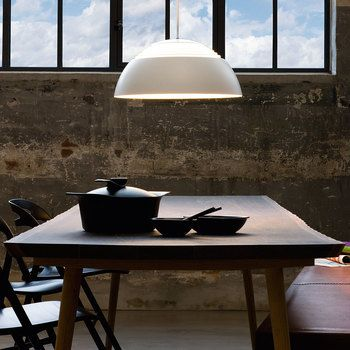 デザイナーズブランドのライトには、優しい柔らかな光のためのさまざまな計算が施されています。